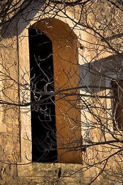 https://www.abbaye-des-monges.com/wp-content/uploads/2018/04/vue-automnale-250x375.jpg